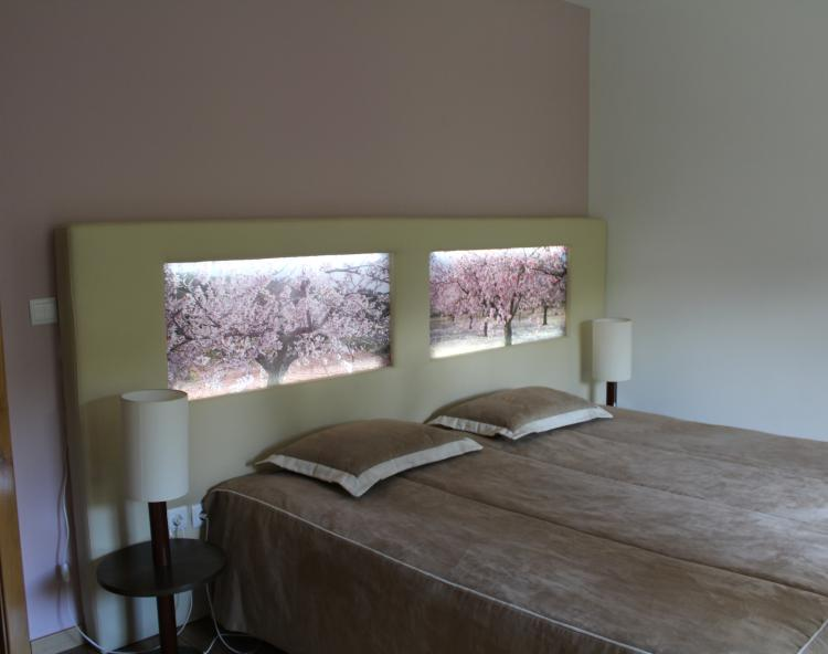 ALMOND LAND ROOM